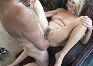 Older blonde twat spreads her legs and gets her beaver wrecked