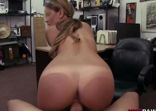 Glamorous blonde chick nailed by pawn dude
