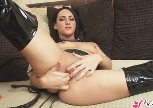 Finger fucking babe in leather and latex