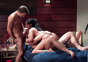 Mikayla Mendez gives giving oral enjoyment pleasure to hot guy