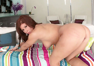 Brooklyn Lee with round gazoo gives headjob to horny fuck buddy