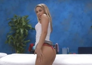 Aleksa Diamond warms up for her client