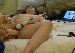 Helping my white mature housewife in solo masturbation