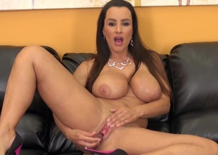Gorgeous MILF Lisa Ann LIVE
