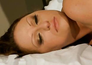 Brunette Mia Ferrara does oral job for hot guy to enjoy
