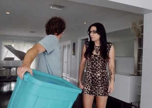 Alissa Jayde & Robby Echo in New Milf In Town - MilfHunter