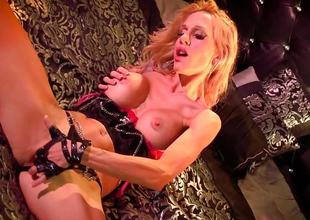 Sexy Sarah Jessie plays with her moist slit
