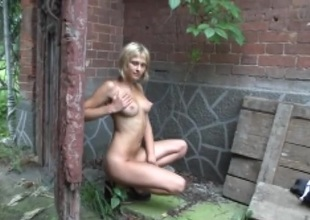 Perfect tits on a blond teen posing stripped outdoors
