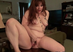 American mommy Jewels gives her pantyhosed pussy a treat