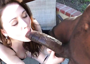 Brunette Sindee Jennings acquires her mouth pumped full of man meat in oral action with hot bang buddy