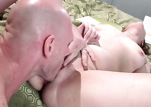 Johnny Sins is horny as hell and cant expect no more to fuck sex obsessed Elektra Roses pussy gap